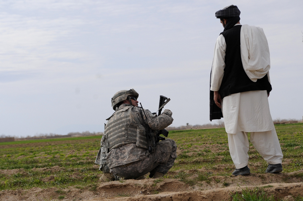 USopium8 U.S. Troops Patrolling Poppy Fields In Afghanistan (Photos)