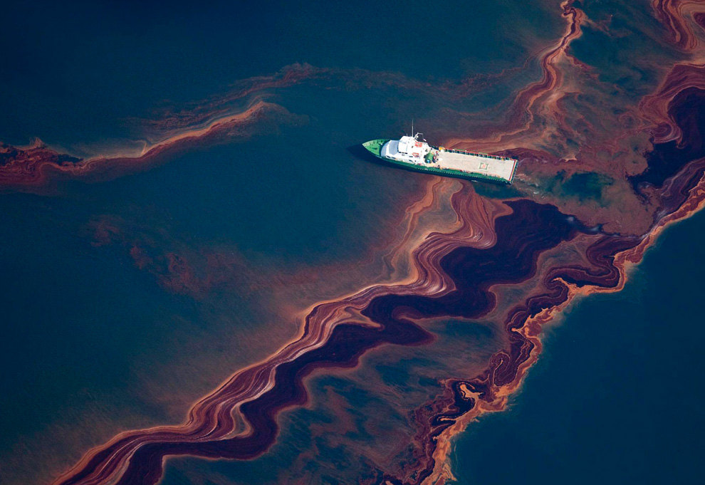 the gulf oil spill If it winds up taking months, the better part of a year or longer for experts to finally stop the flow of oil into the gulf of mexico from the well head left by the destroyed deepwater horizon, there's precedence for that.
