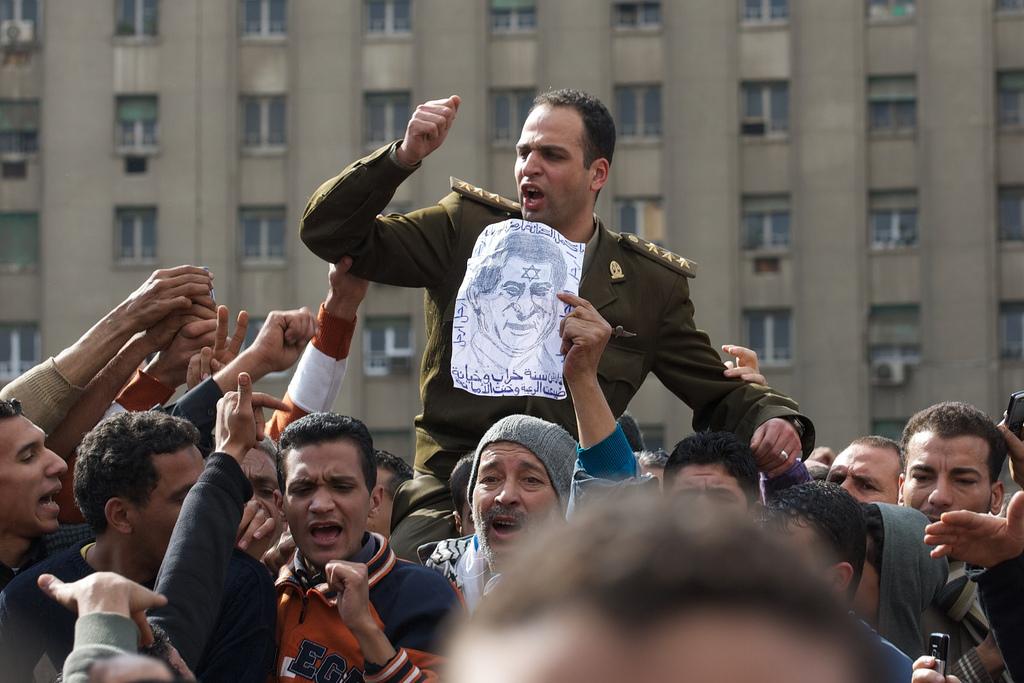 صور أرشفية من قلب أحداث الثورة Egypt-revolution26