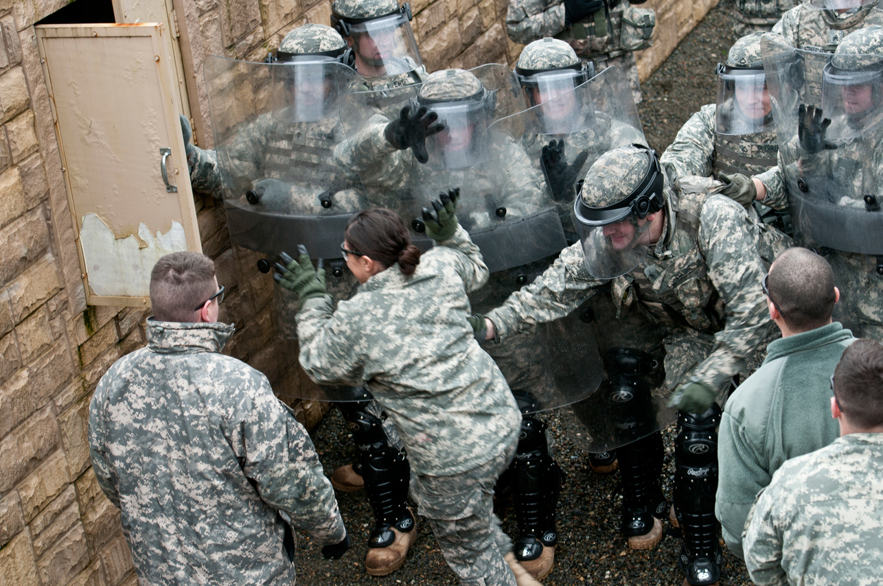 U.S. Army Domestic Quick Reaction Force Riot Control Training Photos | Public Intelligence